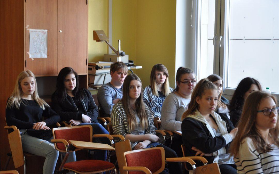 Licealiści z Prudnika w Instytucie Nauk Pedagogicznych